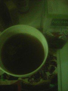 Thé noir long, camomille, feuille de mûre, aunée, arômes: pistache, fraise.